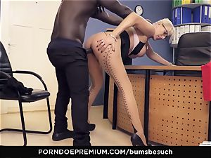 cabooses BUERO - platinum-blonde milf office affair tear up session