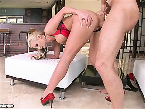 buxomy Phoenix Marie likes getting her cootchie screwed