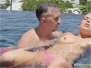 Swimming brown-haired hottie Karmen Karma
