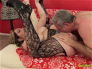 Mature whore Savannah Jane fellates a beef whistle Before Climbing Aboard for a rail