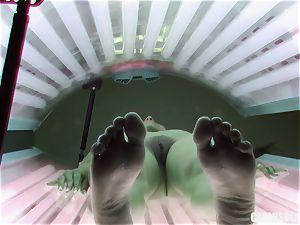 black-haired teenage finger-tickling vulva