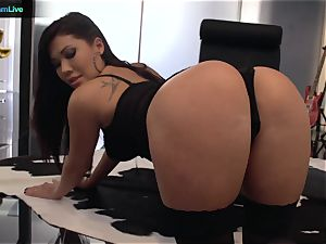 London Keyes got her widely opened fuck hole stretched