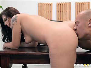 Scarlett Mae deep fuckbox bashing interview