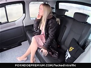 boinked IN TRAFFIC - jizz on arse for crazy slender blond