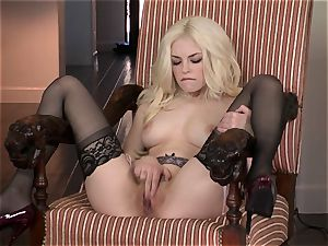 uber-sexy Bree Daniels loves taunting her sweet humid crevice