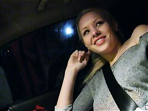 ultra-cute Lola Taylor gets tastey fuckin' on the back seat