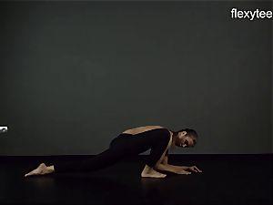 FlexyTeens - Zina demonstrates nimble bare figure