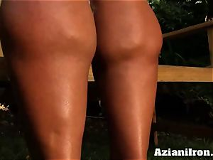 spectacular muscular Amber undresses down and rubs her massive pearl