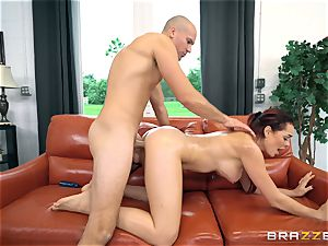 Sean Lawless steams deep into Skyla Novea