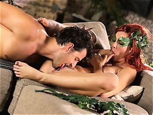 woods gal Aidra Fox puts partying on hold for her stud