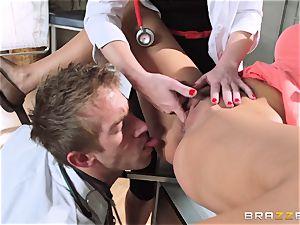 Aaliyah enjoy and Veruca James get horny at the surgery