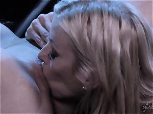 Alexis Fawx and Serena Blair slurping gash