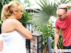 Sean Lawless finds sizzling cougar naked in the garden