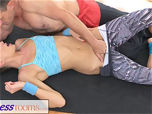 FitnessRooms Ivana Sugar total figure and fuckbox open up