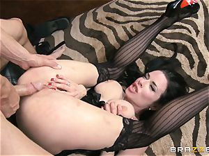 Veronica Avluv gets muddy in the office and her manager finds out